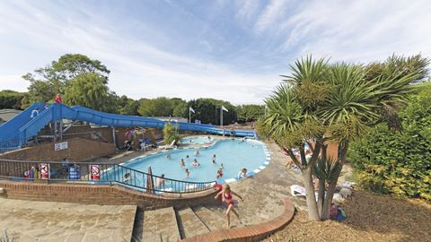 Lower hyde holiday park in shanklin isle of wight for Isle of wight campsites with swimming pool
