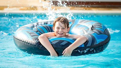 Alberta holiday park in whitstable kent - Campsites in kent with swimming pool ...