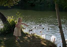 Reading campsites best camping in reading berkshire for Outdoor swimming pool near slough