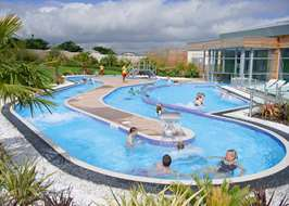 Campsites with swimming pools in yorkshire for Scarborough campsites with swimming pool