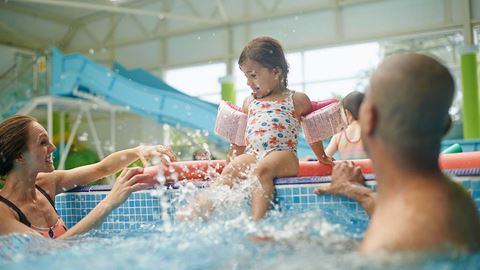 Caister on sea holiday park in great yarmouth norfolk - Campsites in norfolk with swimming pool ...