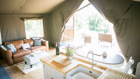 Oaklands Glamping And Treehouse In Welshpool Powys