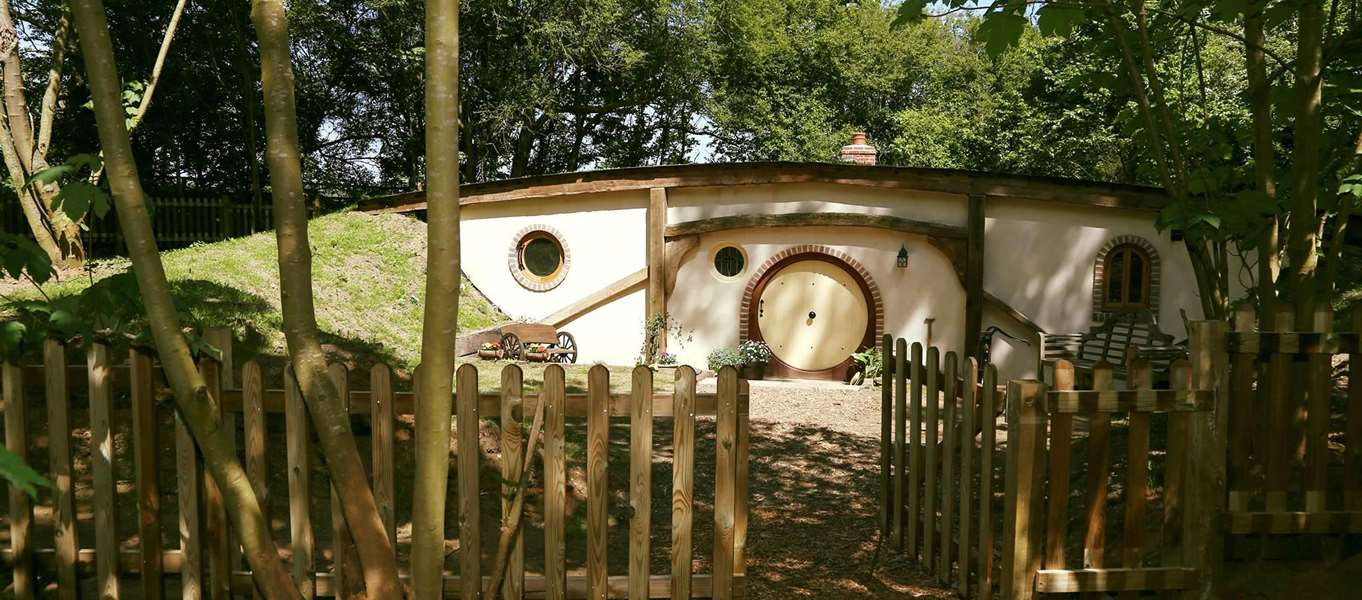Hobbit house holidays & Hobbit house holidays in the UK - stay in a Hobbit hole or pod!