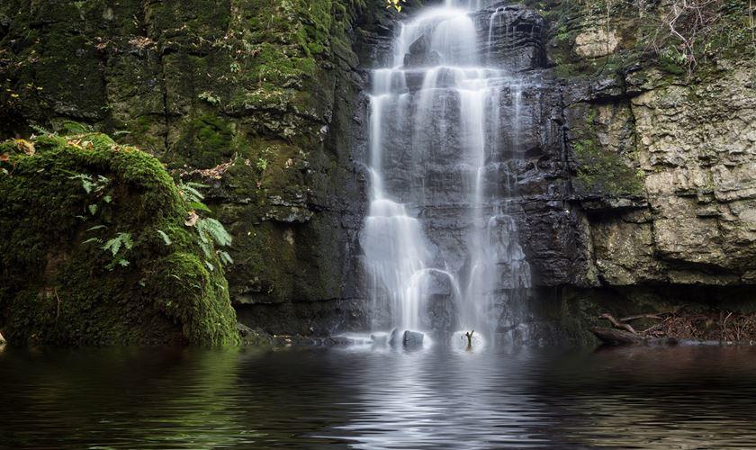 3 Peak District Waterfall Walks Not To Miss