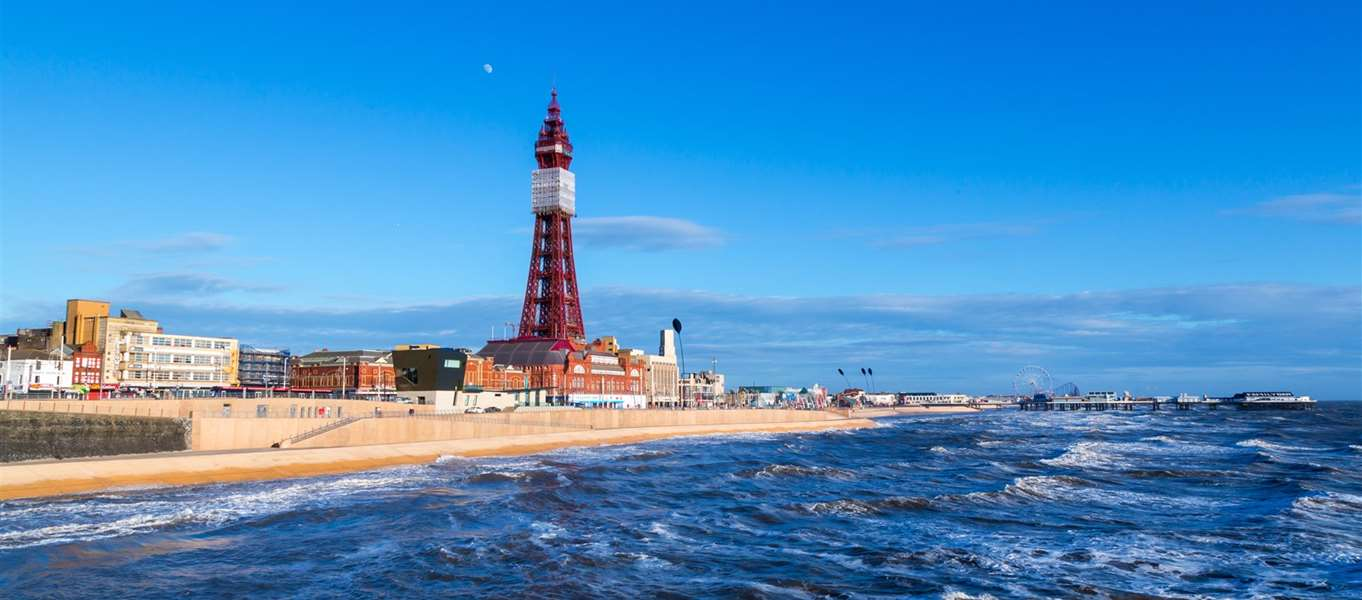 Campsites with swimming pools in lancashire - Blackpool hotels with swimming pool ...